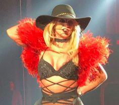 PAY-PREMIUM-EXCLUSIVE-Britney-Spears-has-major-wardrobe-malfunction-in-Vegas-OOPS
