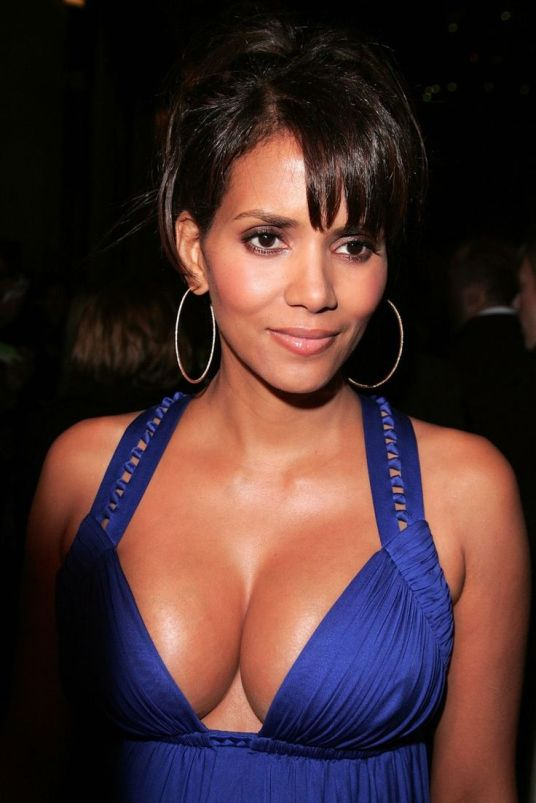 e1268a9135055e2741eb8eeea2685c64--halle-berry-hot-hally-berry.jpg