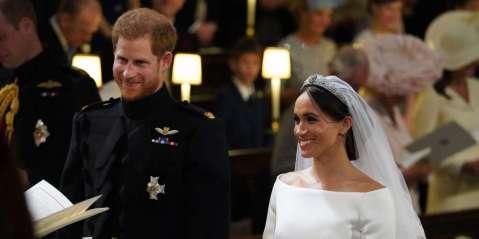 le-prince-harry-et-meghan-markle-pendant-la-ceremonie-de-mariage-a-la-chapelle-st-george